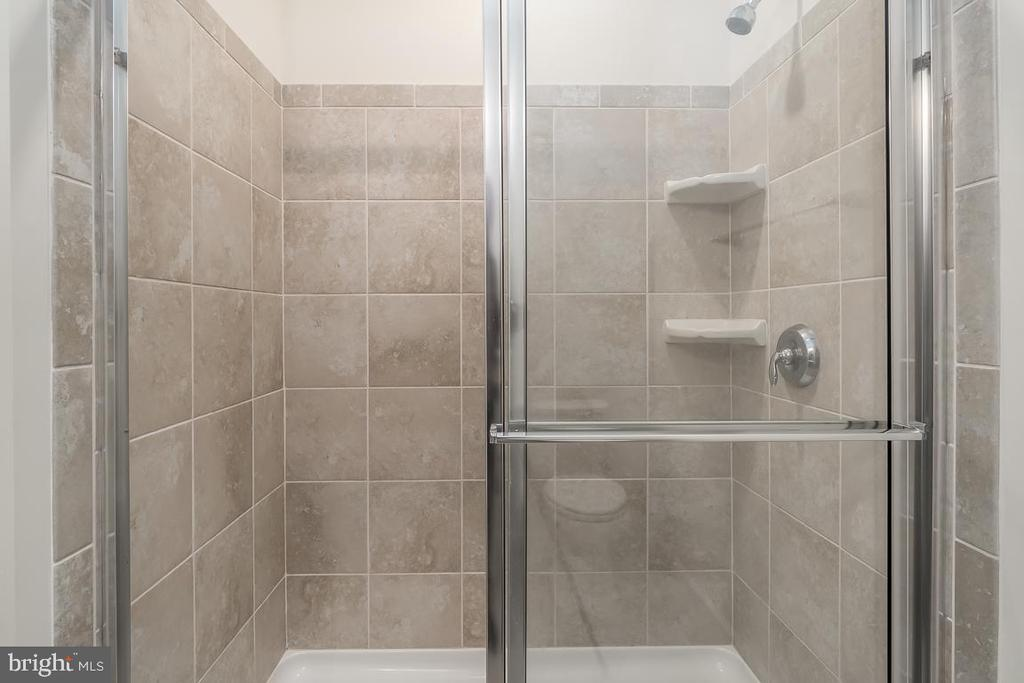 Stand alone shower in master bath! - 23305 MILLTOWN KNOLL SQ #112, ASHBURN