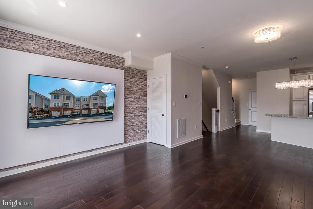 Family Room! - 23305 MILLTOWN KNOLL SQ #112, ASHBURN