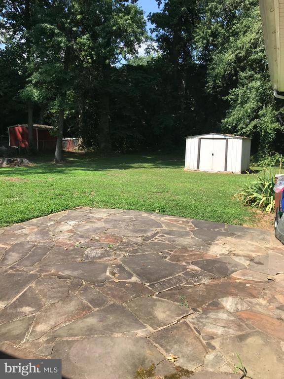Patio in backyard lead to family room - 7443 LONG PINE DR, SPRINGFIELD
