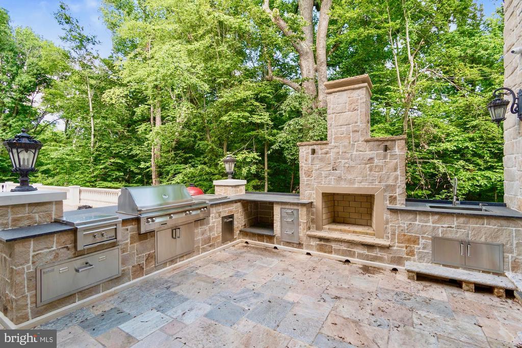 Outdoor Kitchen / Barbeque - 9305 INGLEWOOD CT, POTOMAC