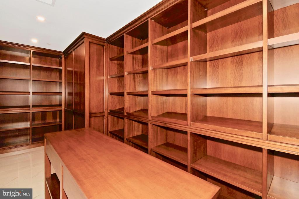 Wine Cellar next to Wet Bar - 9305 INGLEWOOD CT, POTOMAC