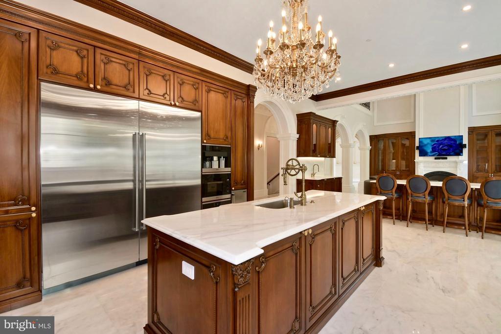 Gourmet Kitchen - 9305 INGLEWOOD CT, POTOMAC