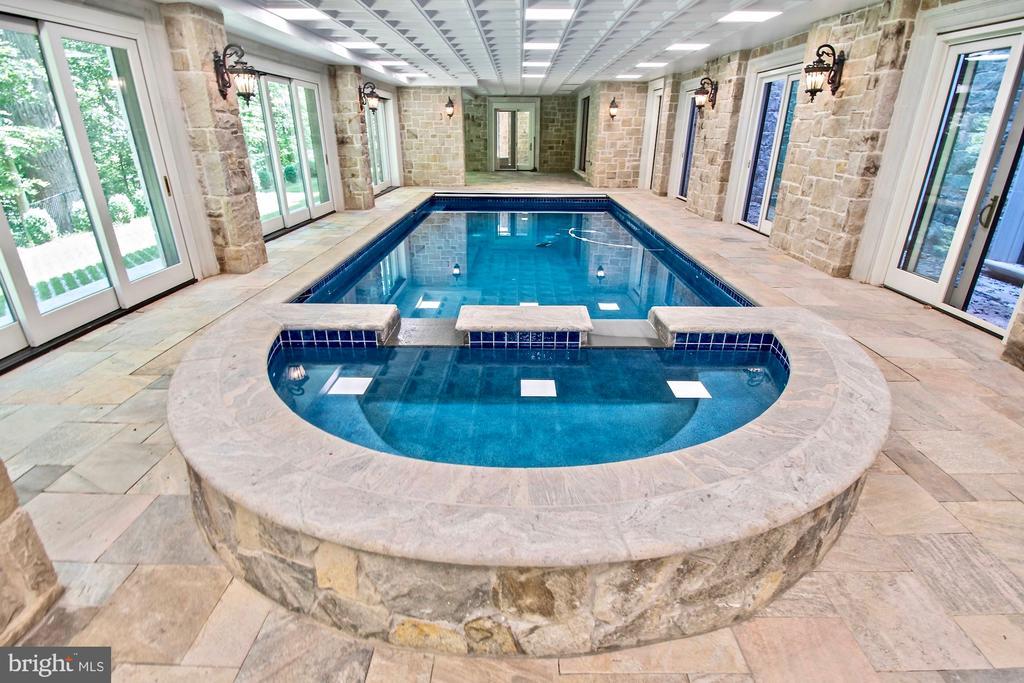 Pool and Hot Tub Spa - 9305 INGLEWOOD CT, POTOMAC