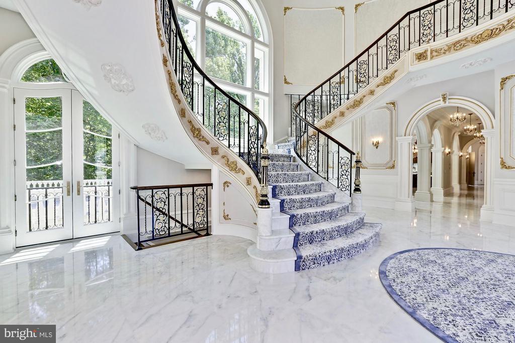 Foyer / Reception - 9305 INGLEWOOD CT, POTOMAC