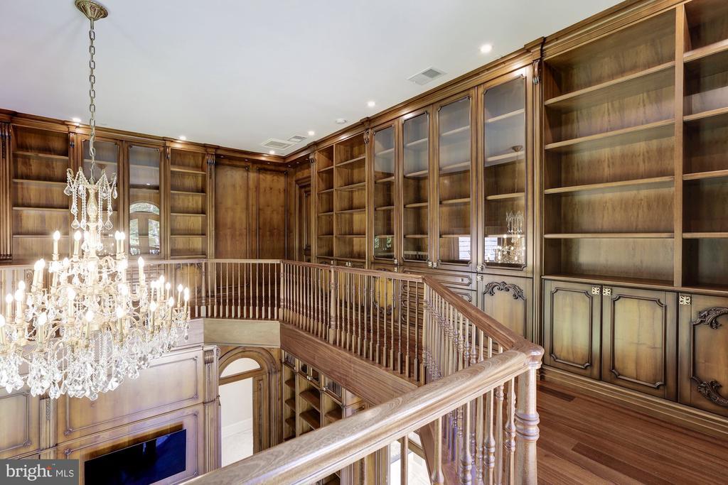 Library Upper Level - 9305 INGLEWOOD CT, POTOMAC
