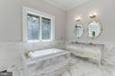 Owner's Suite #1 - Bath (Main Level) - 9305 INGLEWOOD CT, POTOMAC
