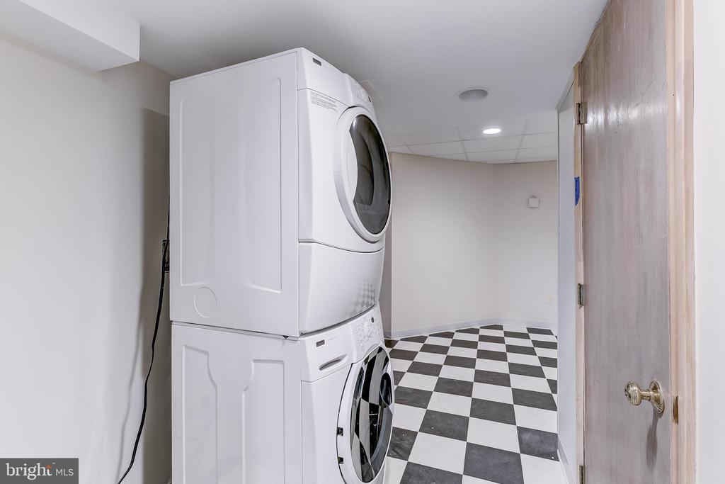 Laundry - 11140 HOMEWOOD RD, ELLICOTT CITY