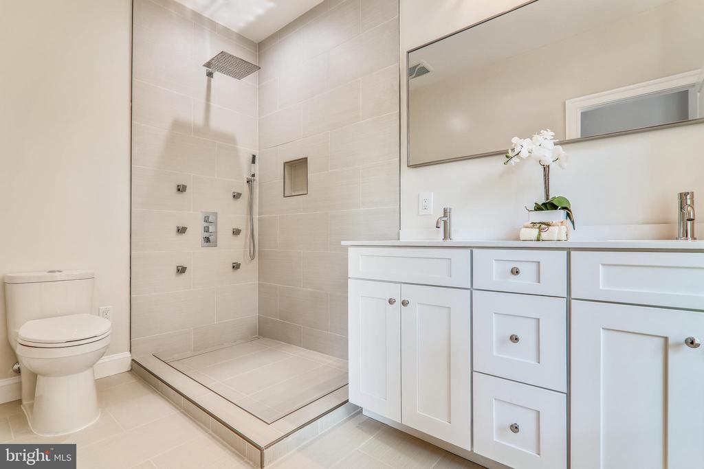 Sunny Owner's Suite Bathroom - 602 E ST SE #A, WASHINGTON