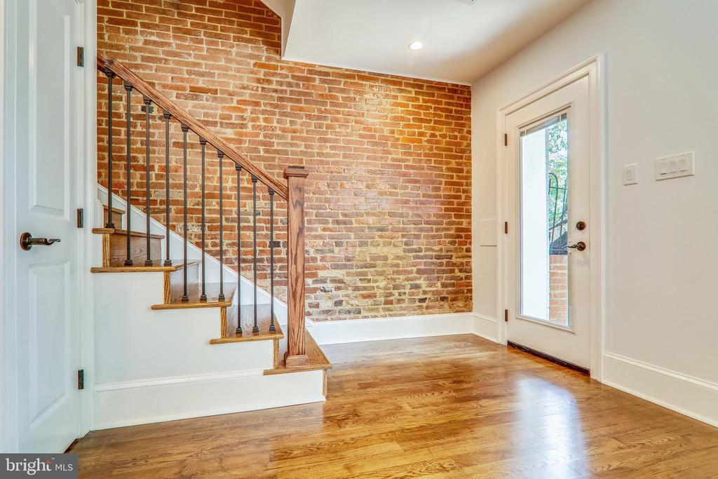 Exposed Bricks On All Levels - 602 E ST SE #A, WASHINGTON