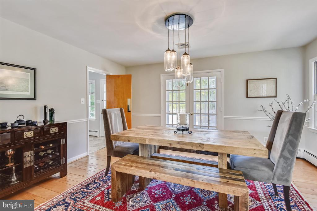 Classic and modern formal dining room - 9031 GREYLOCK ST, ALEXANDRIA