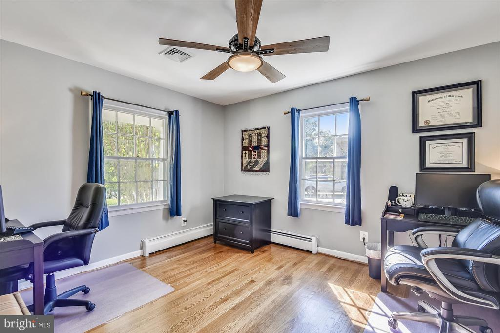 Bedroom 3 - perfect for your at-home office - 9031 GREYLOCK ST, ALEXANDRIA
