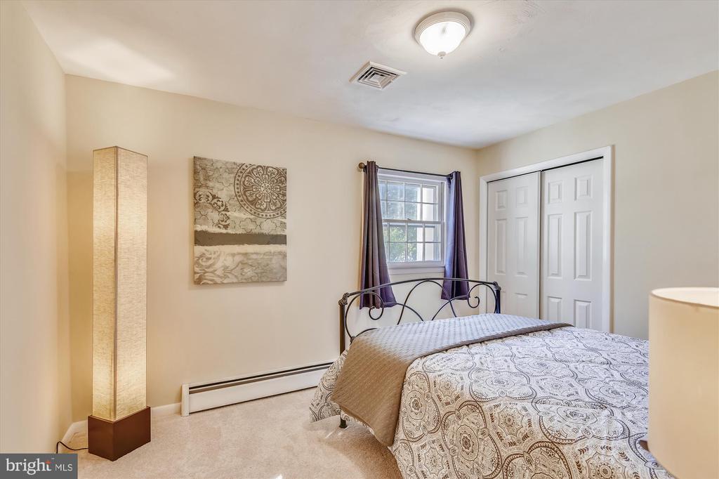 Bedroom 4 lower level - 9031 GREYLOCK ST, ALEXANDRIA