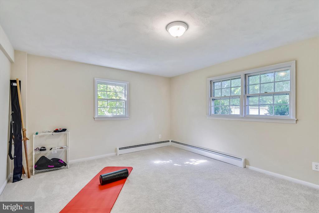 Bedroom 5 lower level - ideal workout space - 9031 GREYLOCK ST, ALEXANDRIA