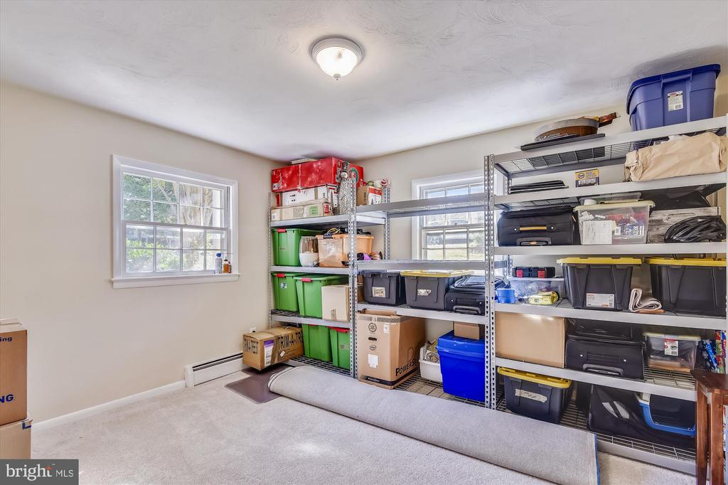 Bedroom 6 - ideal for multiple overnight guests - 9031 GREYLOCK ST, ALEXANDRIA
