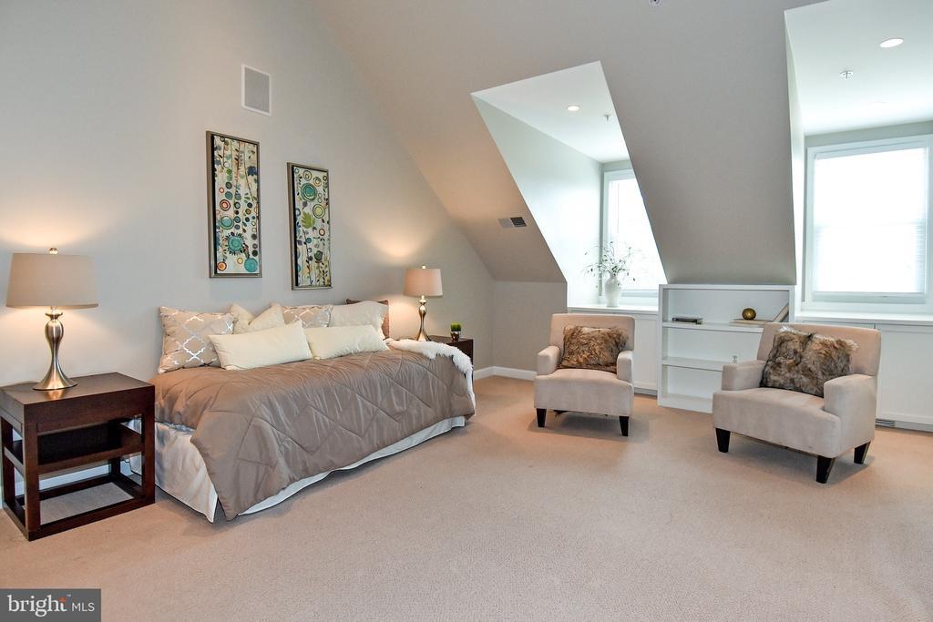 Loft Bedroom/Family Room - 605 7TH ST SW, WASHINGTON