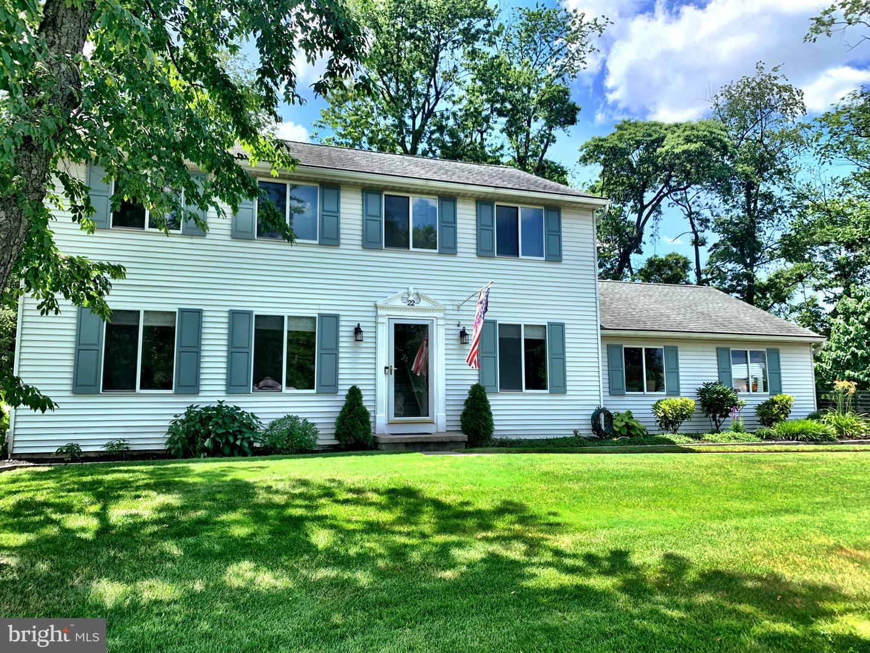 Single Family Homes para Venda às Burlington Township, Nova Jersey 08016 Estados Unidos
