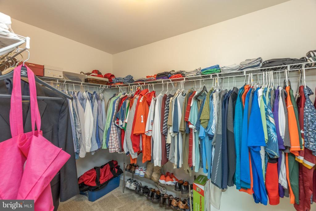 Master closet 1 - 25821 RACING SUN DR, ALDIE