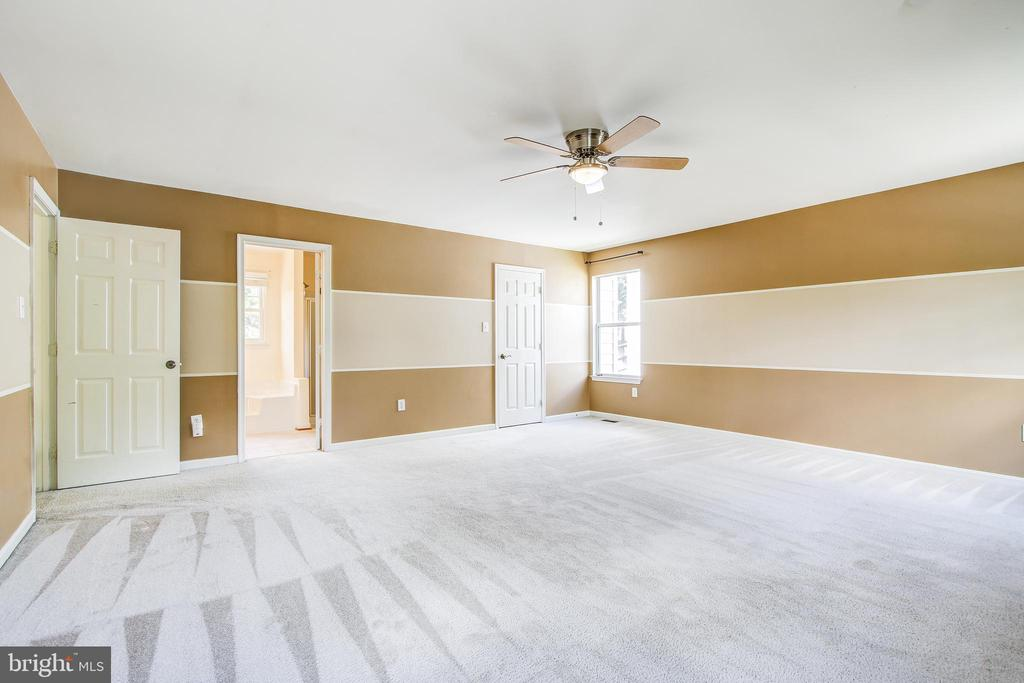 Master includes ensuite bath & walk in closet - 14810 CROSSVALLEY RD, BURTONSVILLE