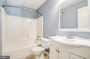 Upper level full guest bath - 14810 CROSSVALLEY RD, BURTONSVILLE
