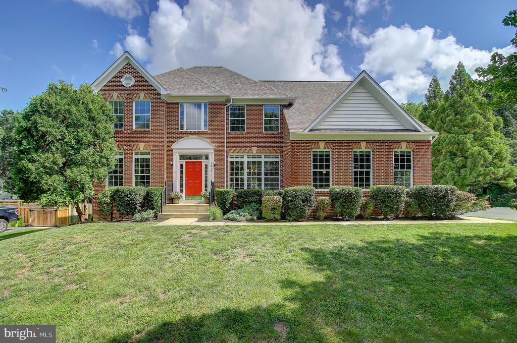 Welcome Home to 3810 Colonial Avenue! - 3810 COLONIAL AVE, ALEXANDRIA