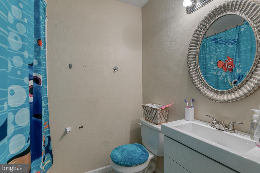 Master bath and hall bathroom on the upper floor - 1125 JAMES MADISON CIR, FREDERICKSBURG