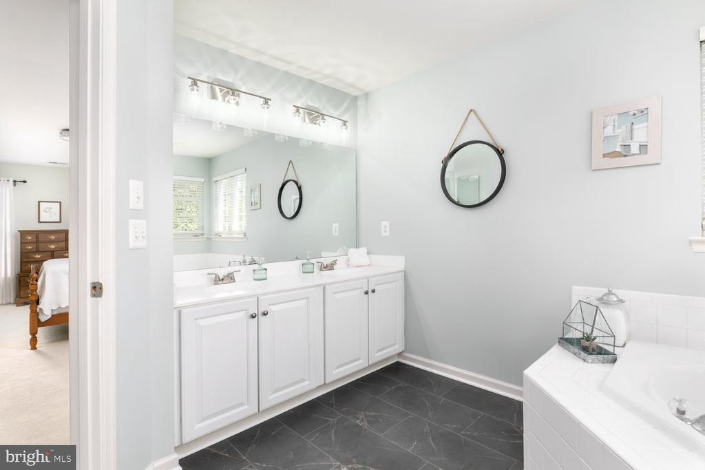 Master Bath - 43378 COTON COMMONS DR, LEESBURG