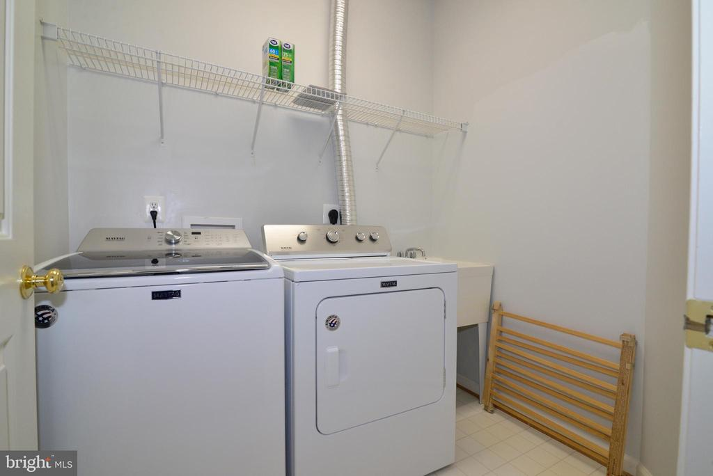 Upstairs laundry area - 23238 FIREDRAKE TER, BRAMBLETON