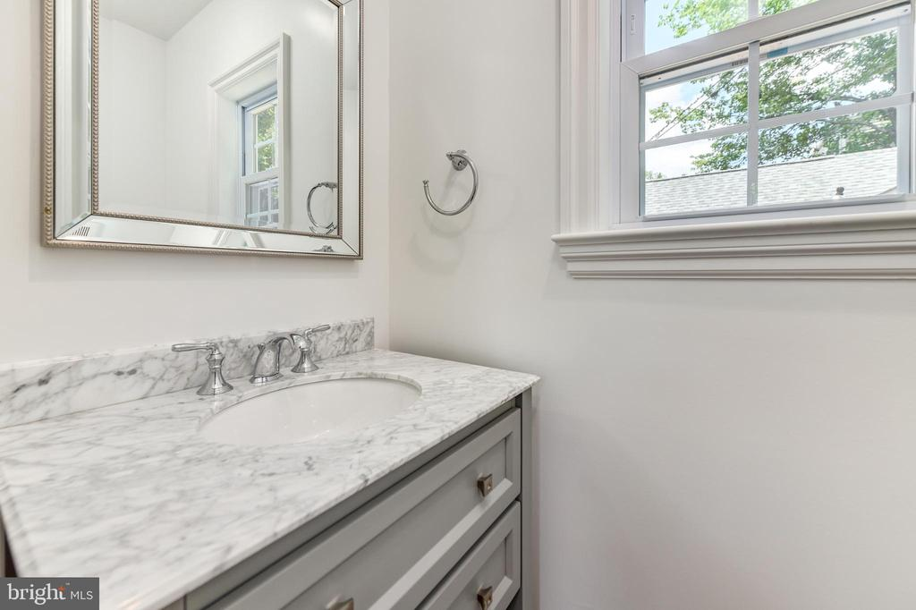 Main level powder room - 4401 GARRISON ST NW, WASHINGTON