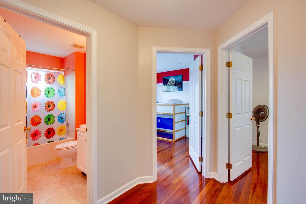 Upper Level Hall way - 42612 ANABELL LN, CHANTILLY