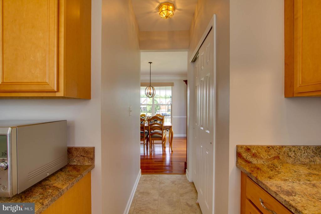 Kitchen to Dining Room - 42612 ANABELL LN, CHANTILLY