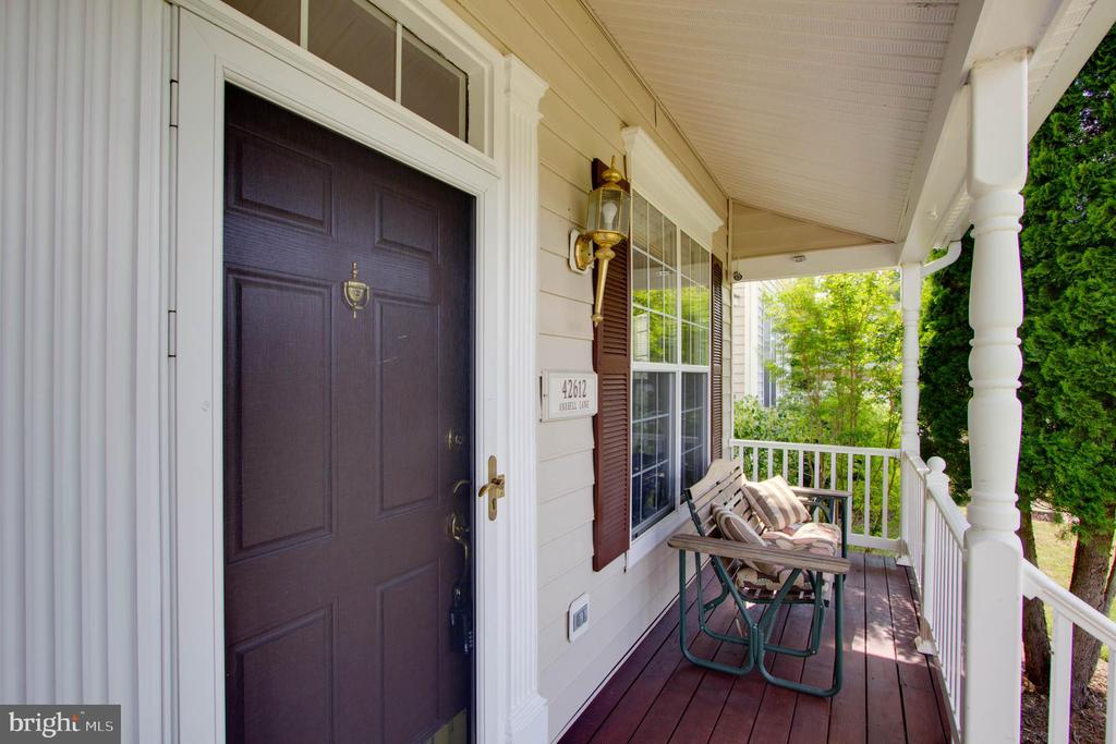 Portch - 42612 ANABELL LN, CHANTILLY