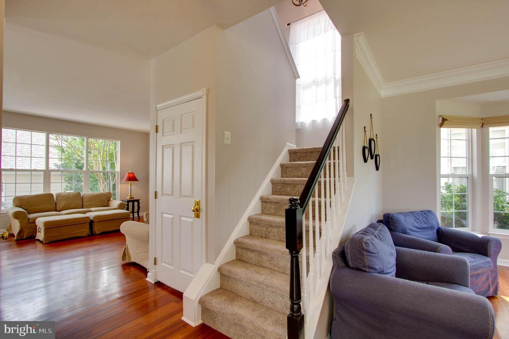 Stairs to Upper Level - 42612 ANABELL LN, CHANTILLY
