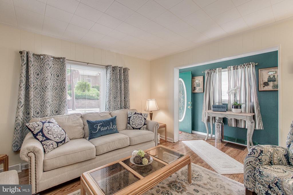 Living Room - 19 PETERSVILLE RD, BRUNSWICK