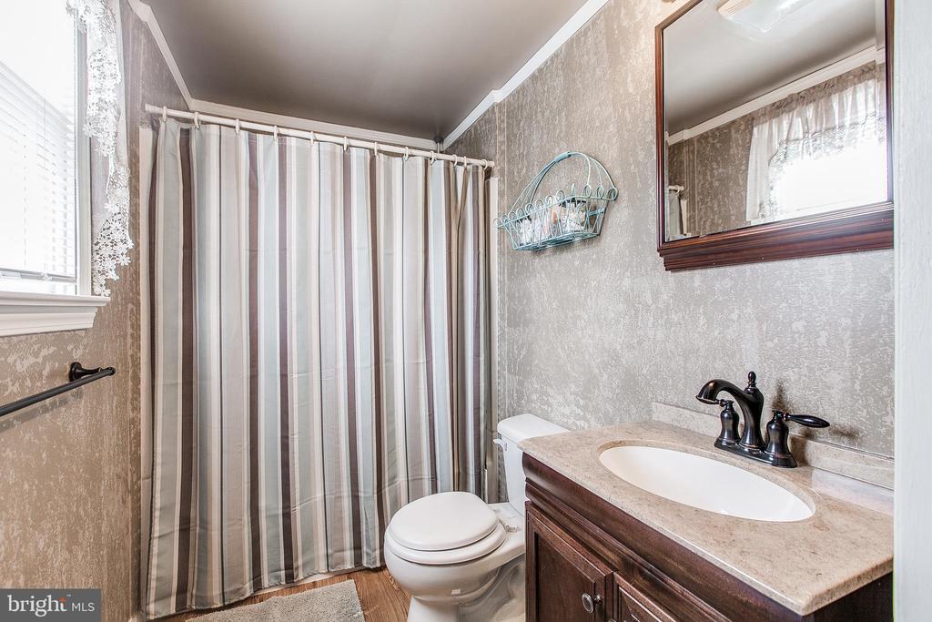 Full Bathroom on Upper Level - 19 PETERSVILLE RD, BRUNSWICK