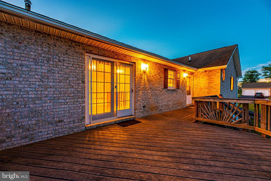 Twilight Deck - 123 BENNETT DR, THURMONT