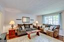 Large living room. - 103 APPLEGATE DR, STERLING