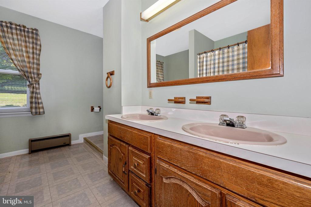 Full Bath 3 - 3495 ADGATE DR, IJAMSVILLE