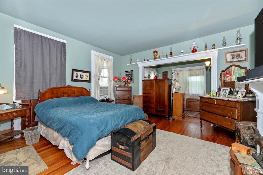 main house main level bedroom - 11437 BETHESDA CHURCH RD, DAMASCUS