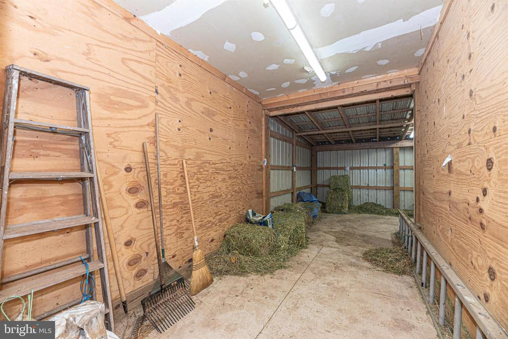 upper barn hay storage - 11437 BETHESDA CHURCH RD, DAMASCUS
