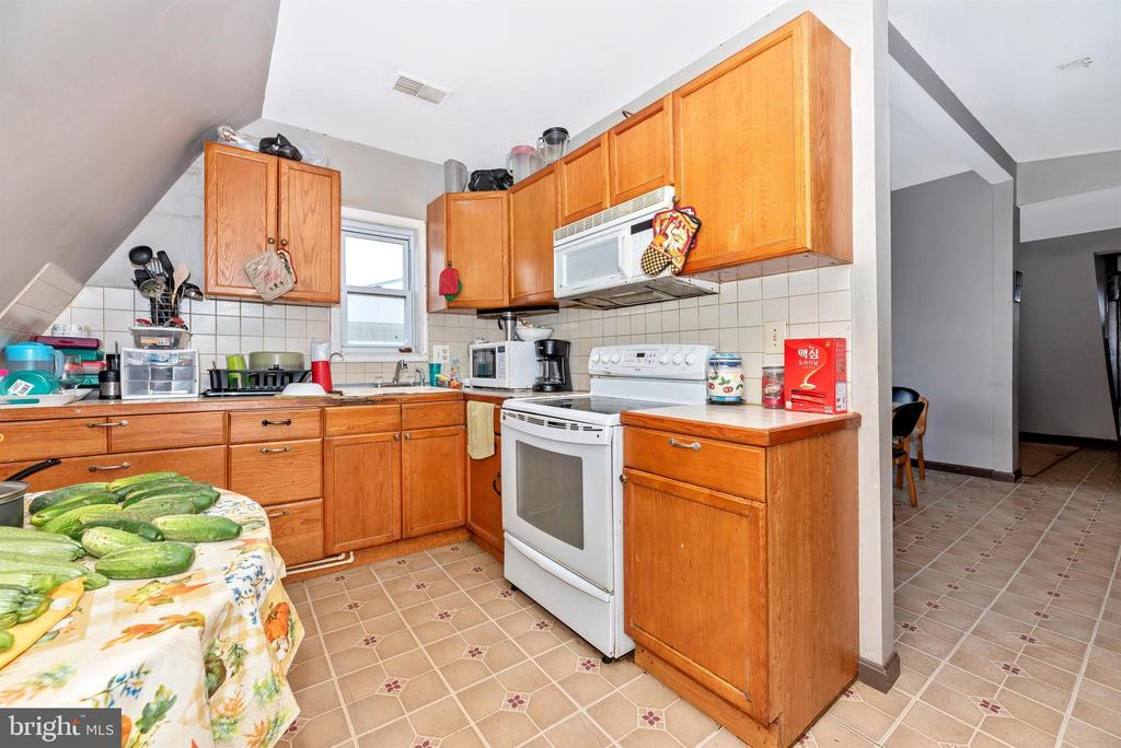 kitchen in 4 bedroom apartment over barn - 11437 BETHESDA CHURCH RD, DAMASCUS