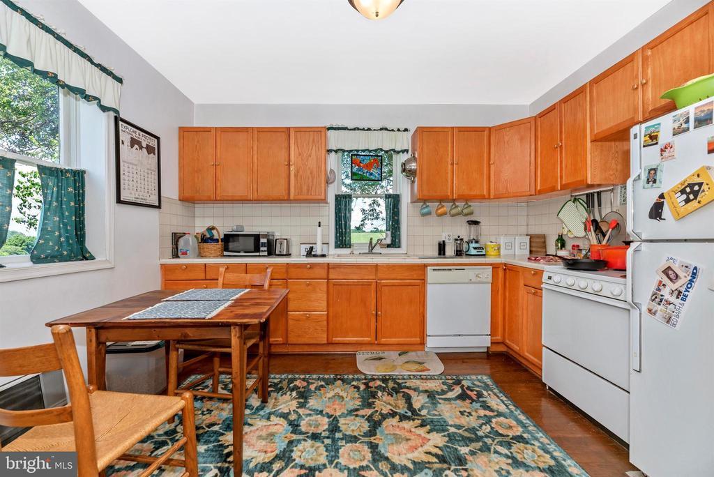 guest house kitchen - 11437 BETHESDA CHURCH RD, DAMASCUS