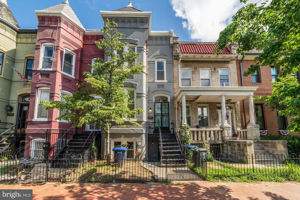 Sunny 3 Level Classic Rowhome steps from H Street - 704 G ST NE, WASHINGTON