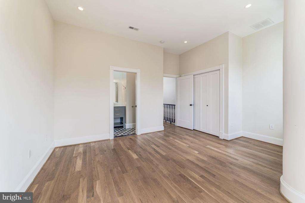 Large owner's bedroom with plenty of space! - 704 G ST NE, WASHINGTON