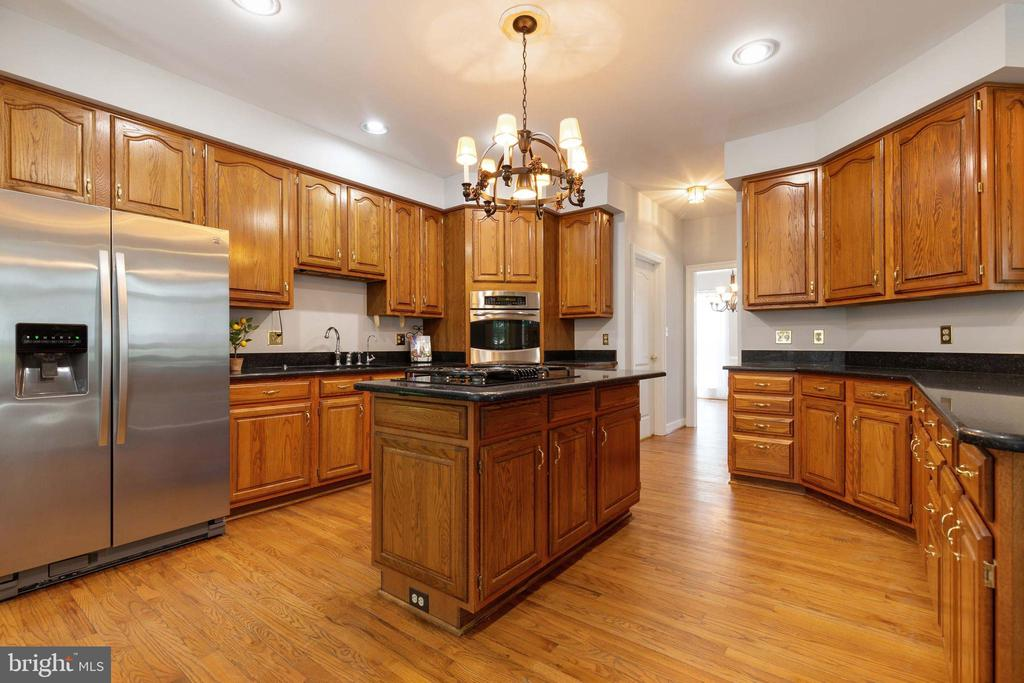 Kitchen w/ Walk-in Pantry and Mudroom - 9510 CLAYCHIN CT, BURKE