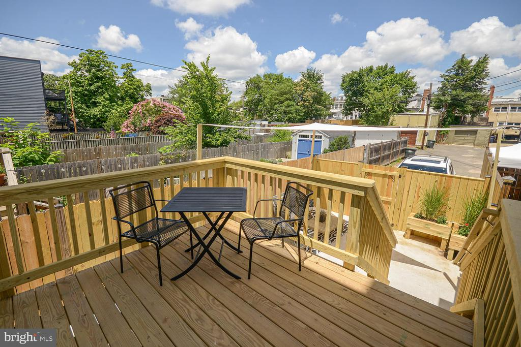 Private Deck - 1734 INDEPENDENCE AVE SE, WASHINGTON