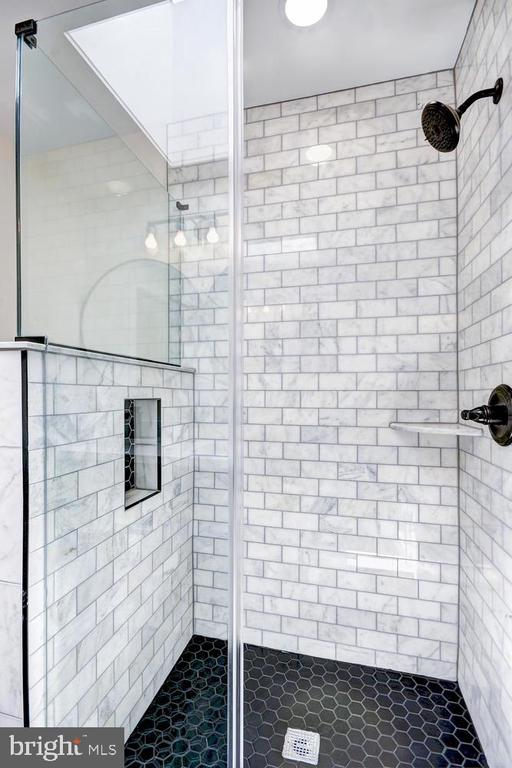 Beautifully-Crafted Shower - 1734 INDEPENDENCE AVE SE, WASHINGTON