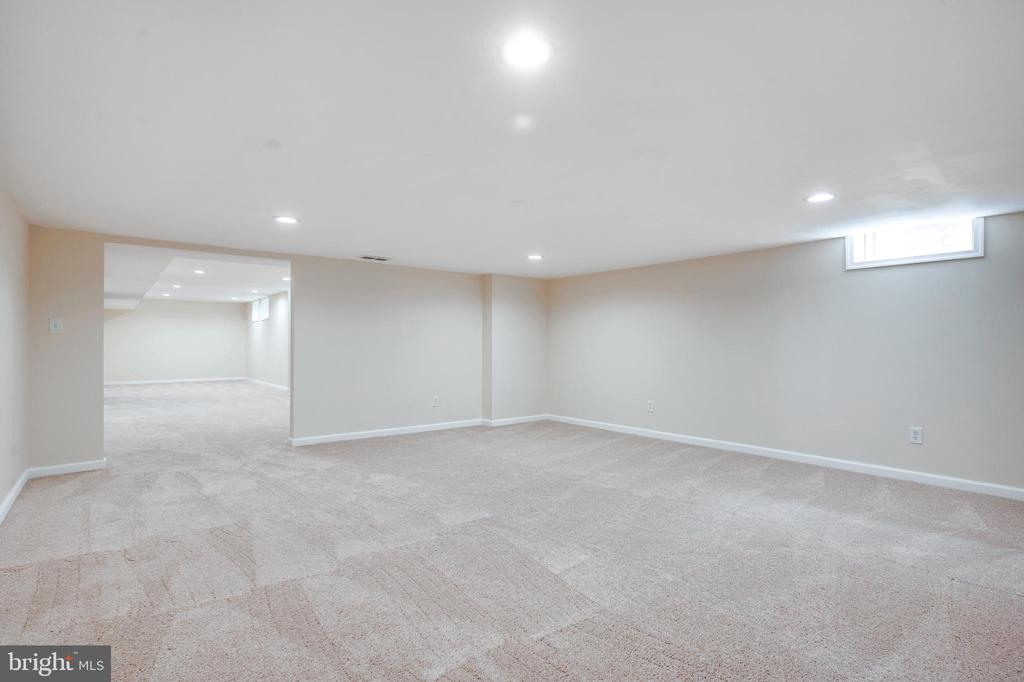 Perfect space in the basement for a home theater - 348 EUSTACE RD, STAFFORD