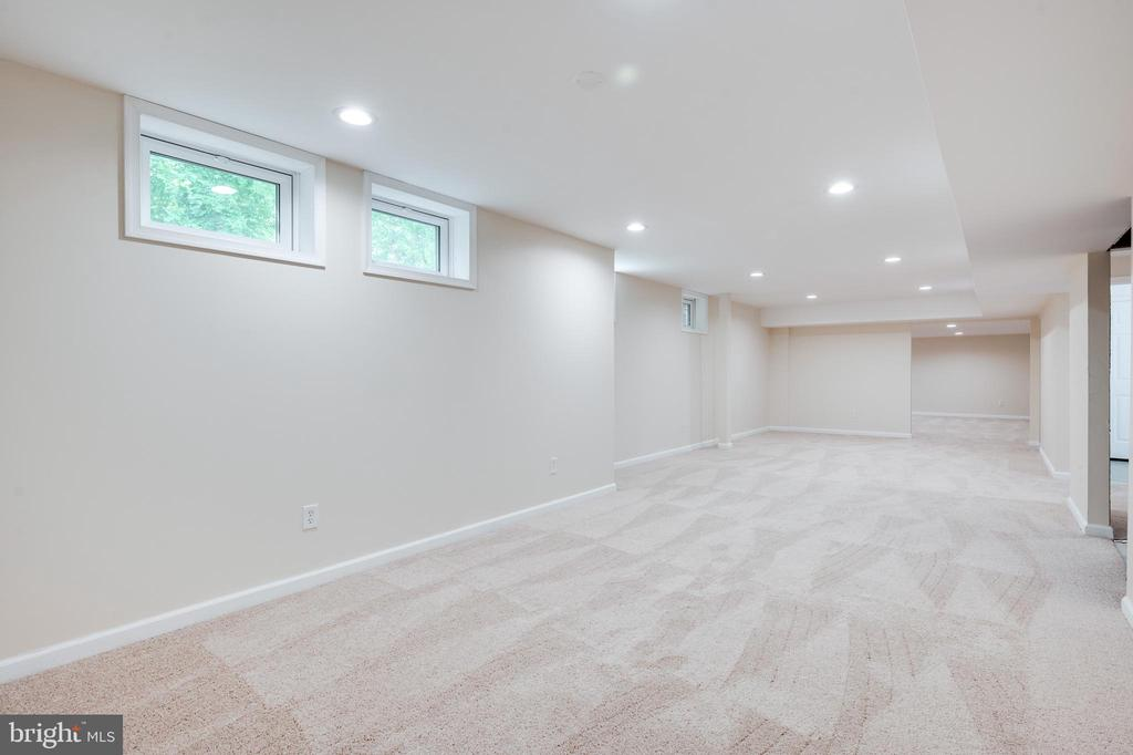 Large recreational area in basement - 348 EUSTACE RD, STAFFORD
