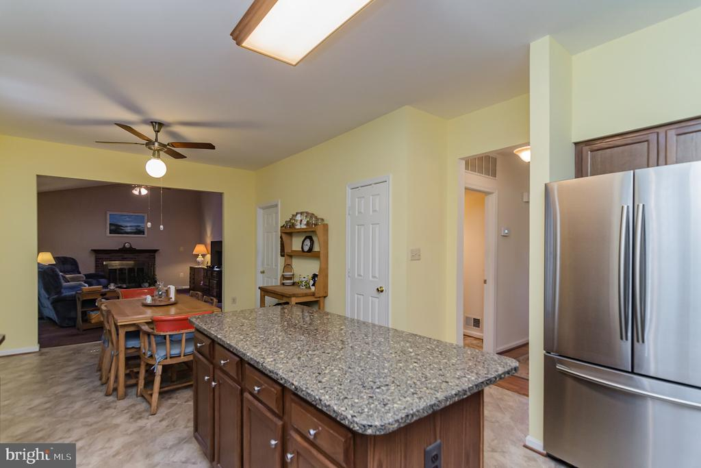 Stainless steel appliances - 36 WESTHAMPTON CT, STAFFORD