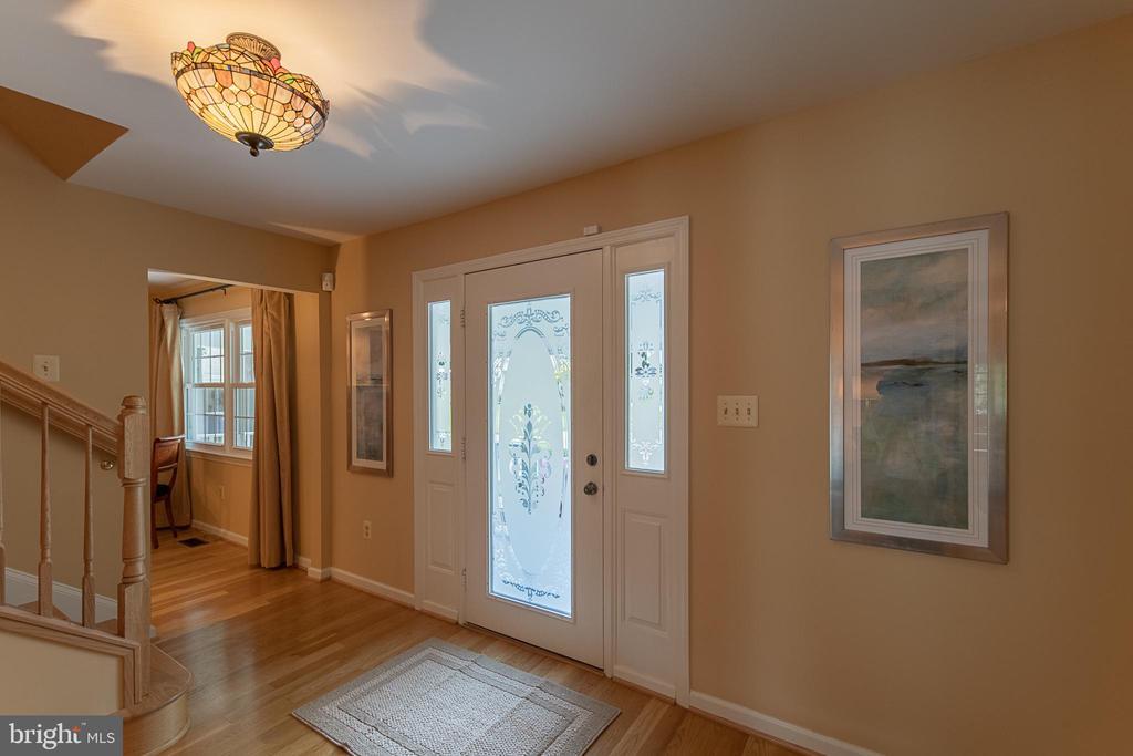 Glass filled front door provides natural light - 505 WOODSHIRE LN, HERNDON